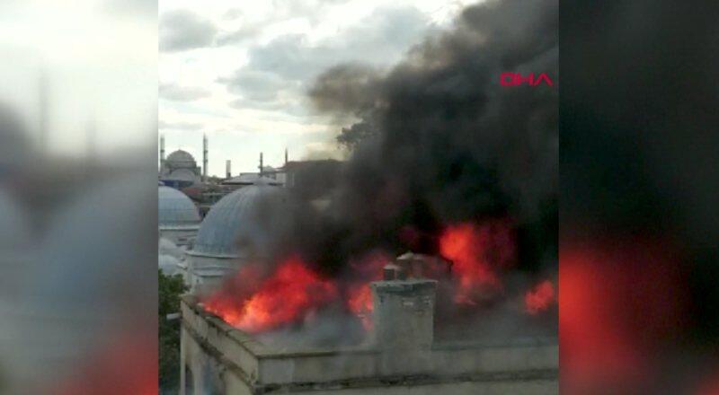 Binanın çatısı alev alev yandı | Video