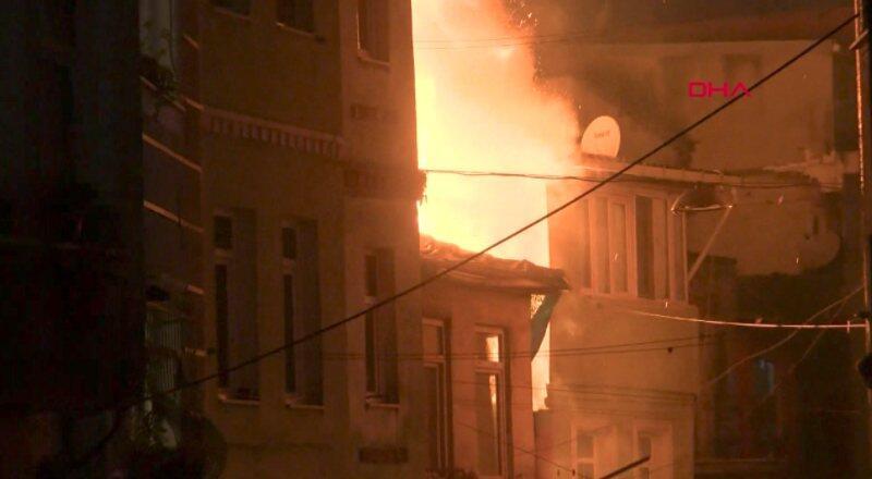 Beyoğlu'nda yangın paniği | Video