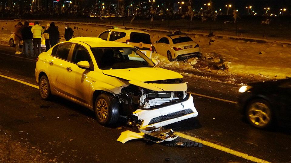 İki kazada 22 araç birbirine girdi | Video