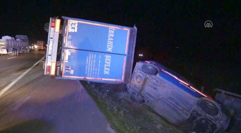 Şiddetli rüzgar kamyonları şarampole yuvarladı | Video