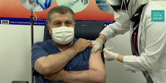 Son dakika haberi… Sağlık Bakanı Fahrettin Koca aşı oldu! | Video