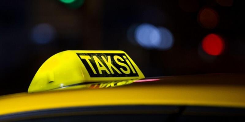 Yoldan geçenler fark etti! Takside korkunç cinayet