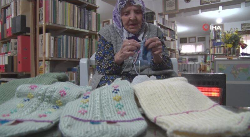 Zeliha Nine 115 yün çorap örüp Mehmetçik'e yolladı | Video