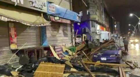 Fırtına İstanbul'u vurdu