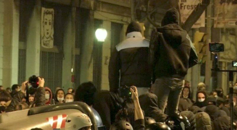 İspanya'da gösteriler sürüyor… İşyerleri yağmalandı polis araçları ateşe verildi