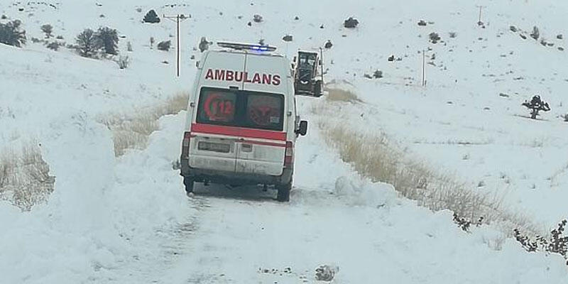 Köydeki hastalar, yollar açılarak hastaneye ulaştırıldı