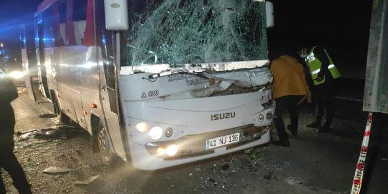 Özel halk otobüsü TIR'a çarptı: 6 yaralı