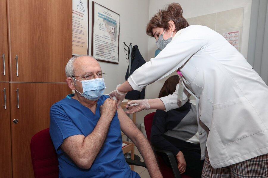 Son dakika… CHP Genel Başkanı Kılıçdaroğlu 2. doz aşısını oldu