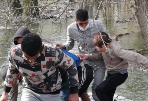 MSB: Meriç Nehri'nde mahsur kalan 30 göçmen kurtarıldı