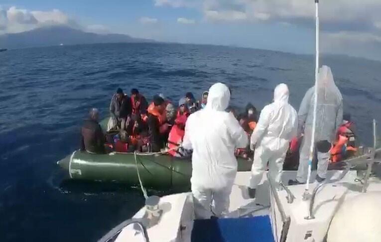 Yunanistan unsurlarınca geri itilen 51 sığınmacı kurtarıldı