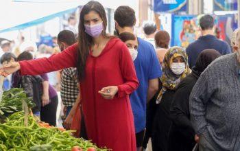 İstanbul'da pazar yerleri Kovid-19 tedbirlerine uyularak açıldı