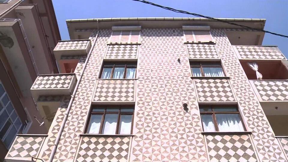 3,9'luk depremde bina hasar gördü
