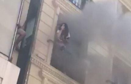Fatih'te bir otelin saunasında çıkan yangında can pazarı yaşandı.