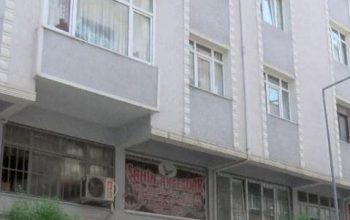 Riskli bir bina daha boşaltıldı