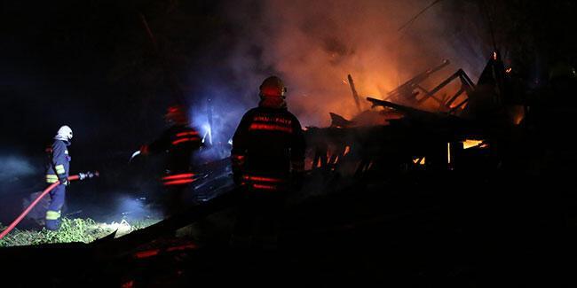 Bolu'da yayla evi çıkan yangında kullanılamaz hale geldi