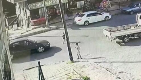 Karşıya geçmeye çalışan çocuğa otomobil çarptı