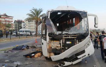 Antalya'da tur midibüsü kaza yaptı: Ölüler ve çok sayıda yaralı var