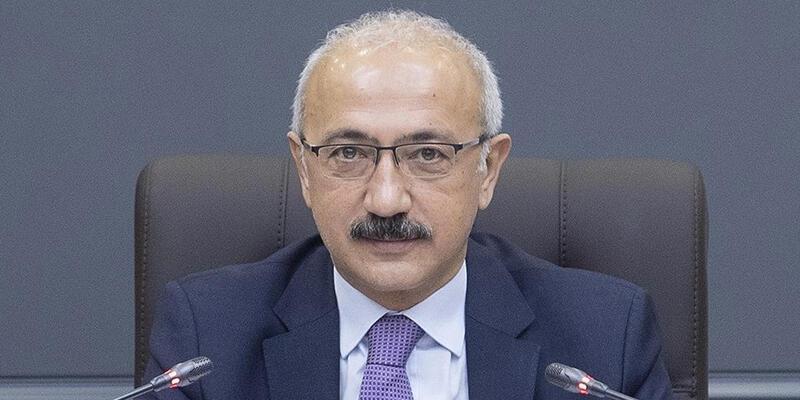 Hazine ve Maliye Bakanı Elvan, Mersin'deki orman yangından etkilenen vatandaşlarla buluştu