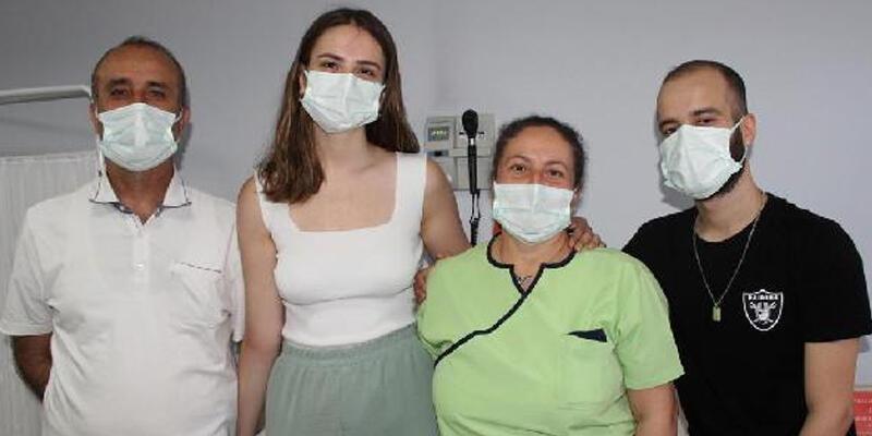Sağlık personeli anne, eşi ve çocuklarına Kovid-19 aşısı yaptı